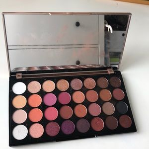 Makeup Revolution Shadow Palette